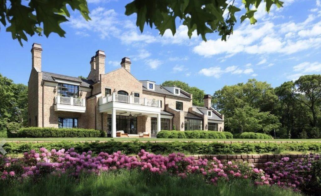 Tom Brady's $40M-dollar mansion home facade